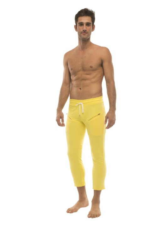 Mens 4/5 Zipper Pocket Capri Yoga Pants (Solid Yellow)